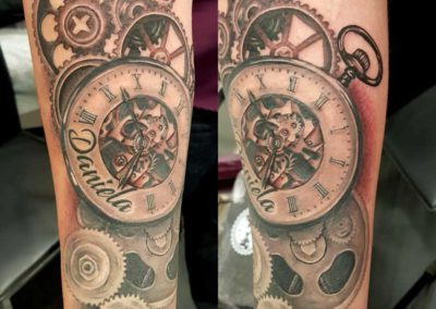 tatuaje reloj | tatuajes realistas | Cornelius Tattoo