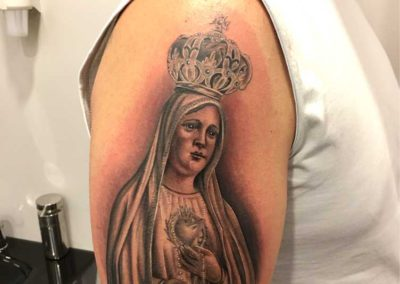 tatuaje virgen | tatuajes religiosos | tatuajes madrid