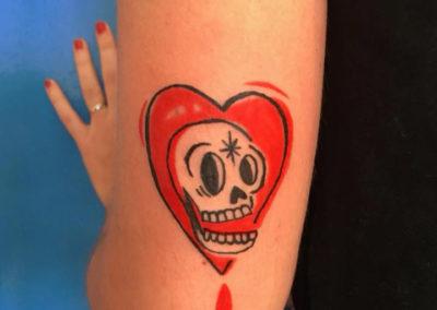 Tatuaje corazón y calavera | tatuajes amor | tatuajes divertidos | tattoo