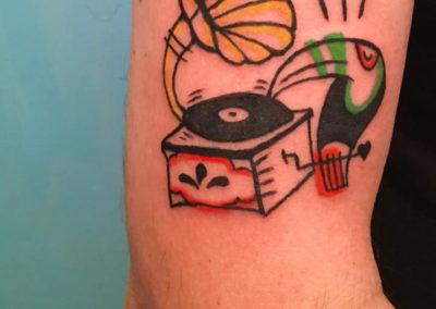 Tatuaje musica | tatuaje tucan | tatuajes divertidos