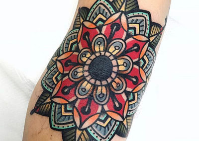 tatuaje a color | mandala | tatuajes old school