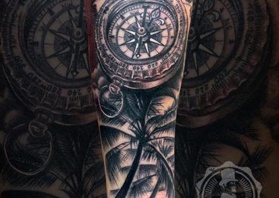 tatuaje brujula | tatuajes realistas | tatuadores realistas madrid