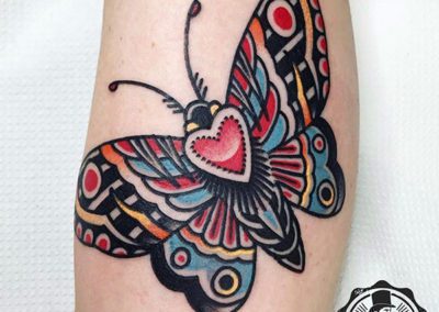 tatuaje-polilla-oldschool