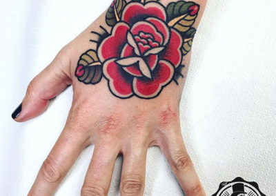 tatuaje-rosa-mano