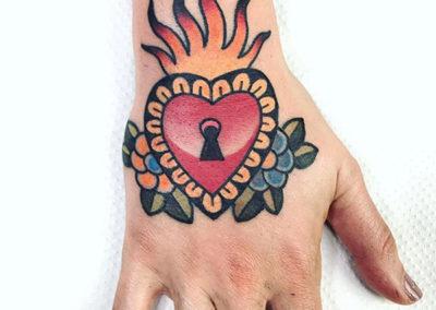tatuaje-mano-corazon