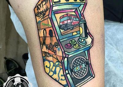 tatuaje-pierna-color