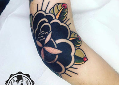 tatuaje-codo-oldschool