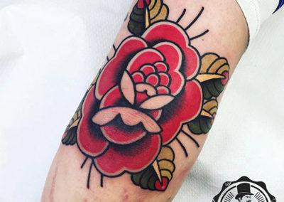 tatuaje-rosa-codo