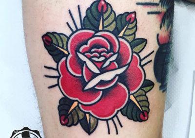 tatuaje-rosa-oldschool