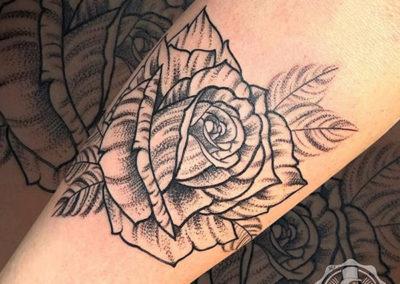 dotwork: rosas tatuajes | Cornelius Tattoo