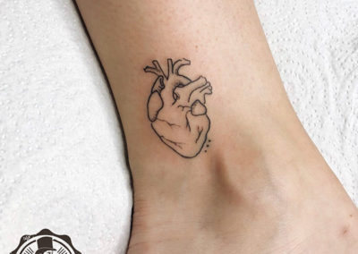 tatuajes pequeños: corazón tattoo por bonitolojusto