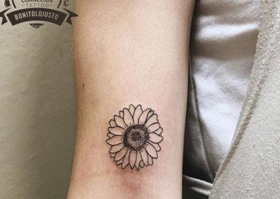 tatuajes femeninos: tatuajes flores