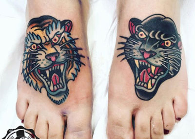 tatuajes old school: ejemplo tatuaje en el pie: tigre y pantera