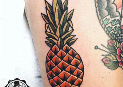 tatuajes a color: tatuaje piña