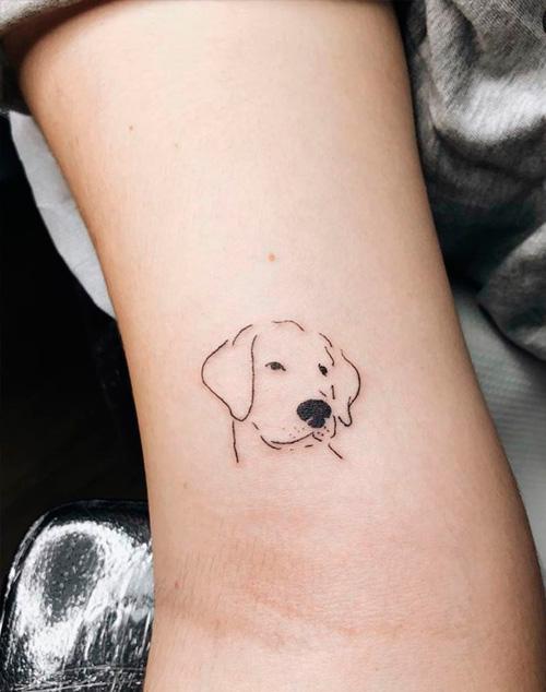 ejemplo de tatuajes pequeños: tatuaje perro