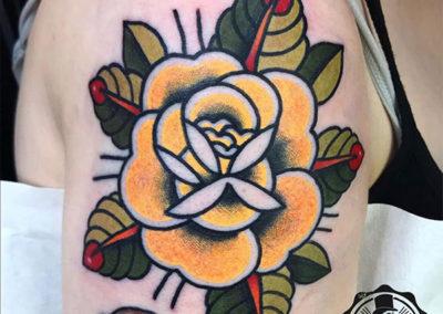 tatuajes en el hombro: rosas tatuajes | Cornelius tattoo