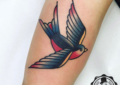 tatuajes a color golondrina tattoo madrid