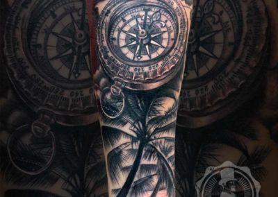 Tatuajes originales | brújula y palmeras