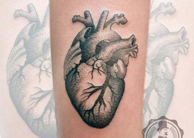 tatuaje de corazón | dotwork tattoo madrid
