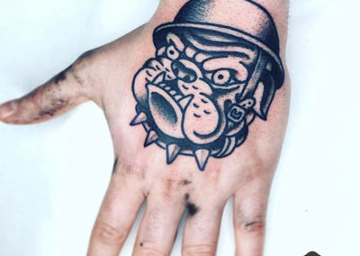 tatuajes en la mano | tatuajes old school