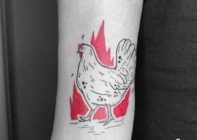 mini tattoo de gallina