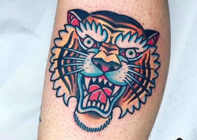 tatuajes old school de un tigre