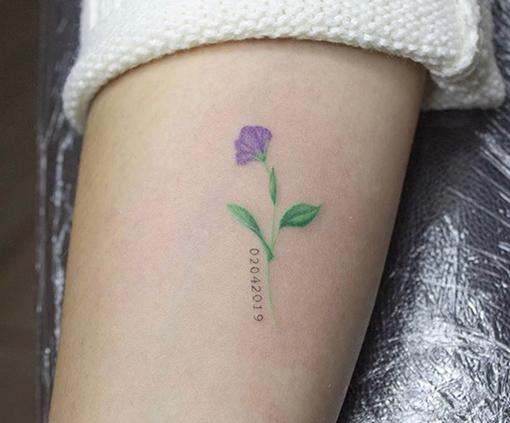 tatuajes pequeños para mujer de flores