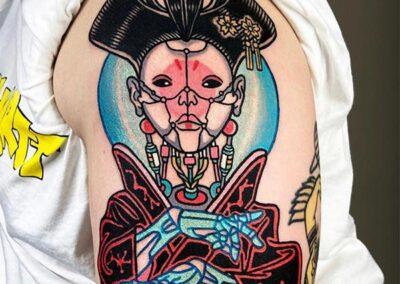 tatuajes a color de una geisha