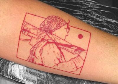 tatuajes finos de una miliciana