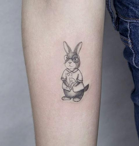 microrealismo tattoo de un conejo