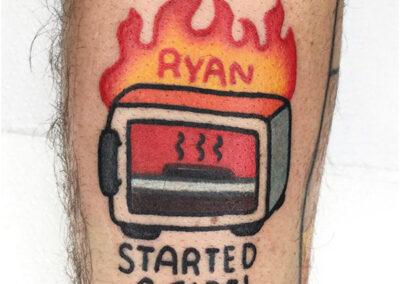 cartoon tattoo de un microondas