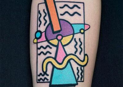 tatuajes a color en la pierna