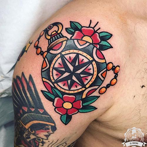 tatuajes en el brazo brújula