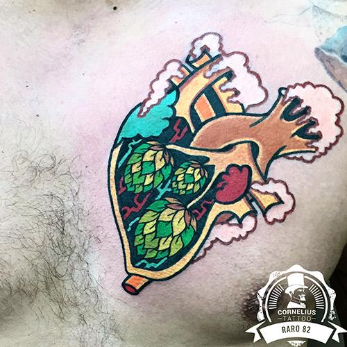 tatuajes en el pecho corazón