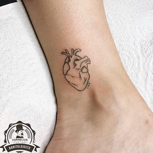 tatuajes en el tobillo corazón