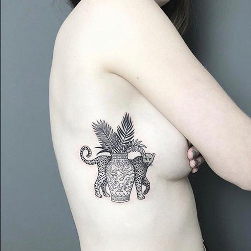 tatuajes en las costillas leopardo