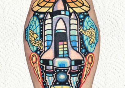 tatuajes full color de un cohete