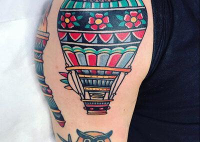tatuajes old school de un globo aerostático