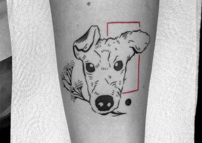 blackwork tattoo de un perro