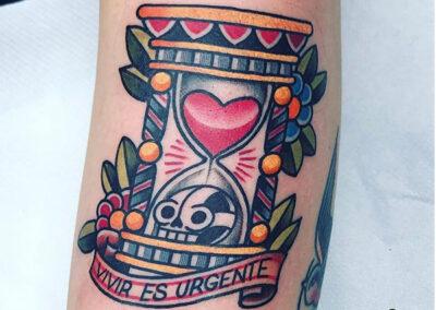 tatuajes old school calavera y reloj de arena