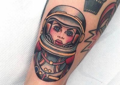 tatuajes old school de astronauta